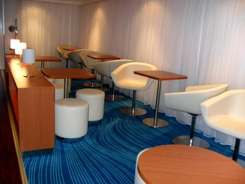 Studio Lounge aboard NCL Epic