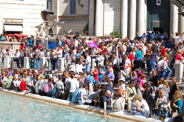 Post image for Battling the Crowds at the Trevi Fountain